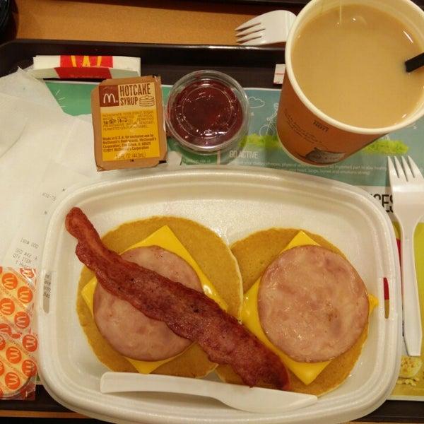 Photo taken at McDonald's / McCafé by Leon M. on 8/9/2014
