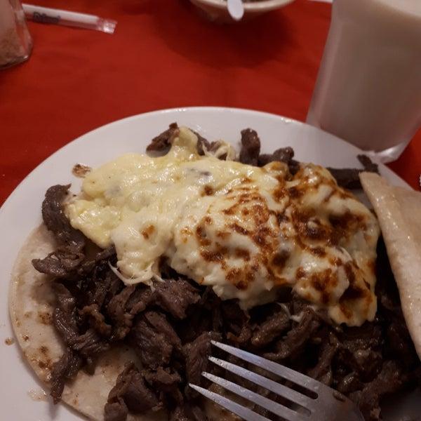 Foto tomada en Restaurante El Matador por Ceci L. el 1/7/2018
