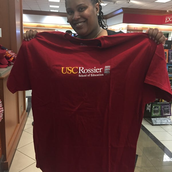 Photo taken at USC Bookstore (BKS) by Christian💋 on 1/15/2015