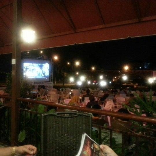 Photo taken at De Pauh Garden Restaurant & Cafe by Shahrizal D. O. on 3/11/2013