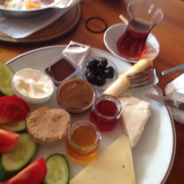 11/6/2013 tarihinde Erhan Y.ziyaretçi tarafından Dodo Cafe & Pub'de çekilen fotoğraf