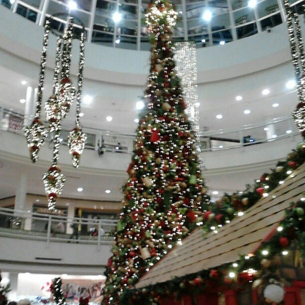 Foto tirada no(a) Flamboyant Shopping Center por Amanda C. em 12/4/2012
