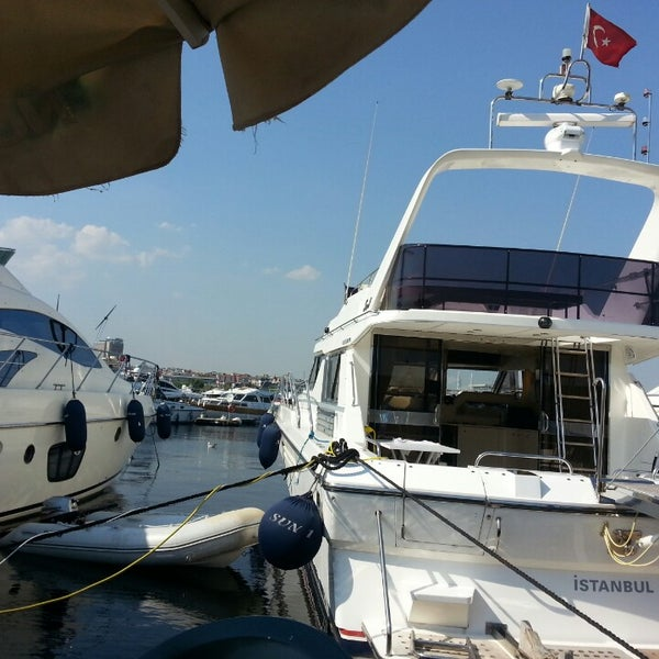 7/25/2013 tarihinde ufuk b.ziyaretçi tarafından Ataköy Marina'de çekilen fotoğraf