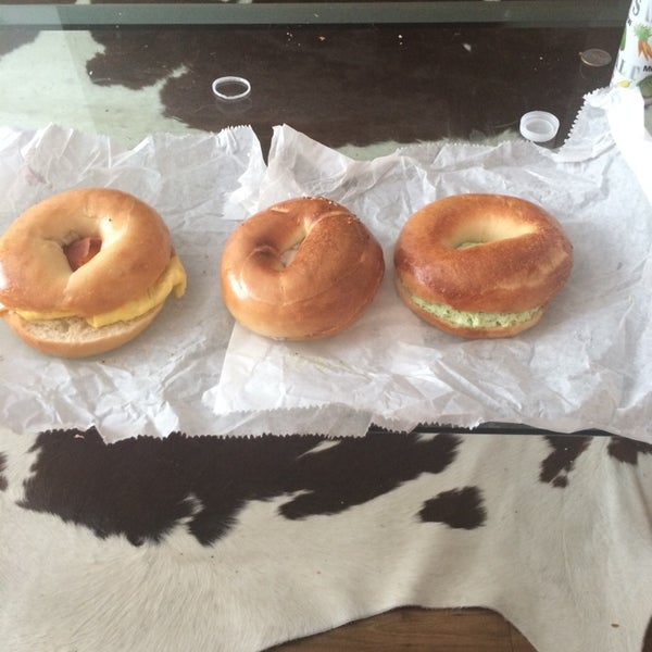 Photo taken at Bodo's Bagels by Hannah on 11/2/2014