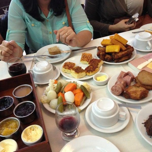 Foto tirada no(a) Coelho Café Colonial por Débora em 1/8/2013