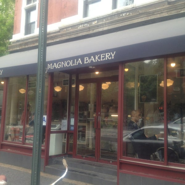Photo taken at Magnolia Bakery by Maca F. on 5/18/2013