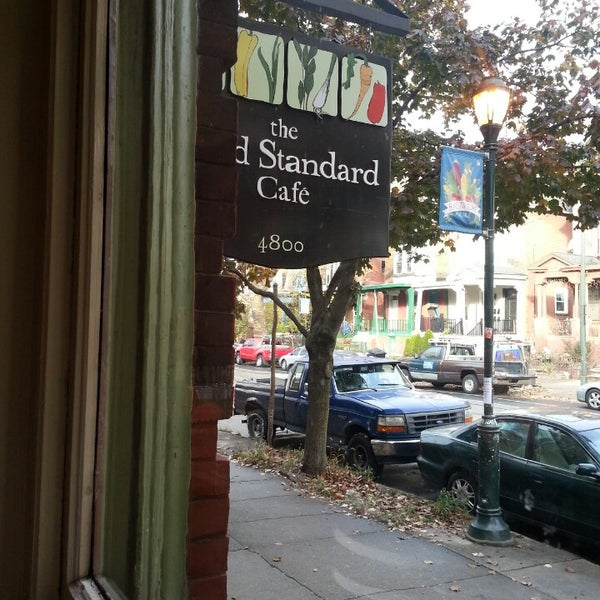 Photo taken at Gold Standard Cafe by Lori R. on 11/16/2013