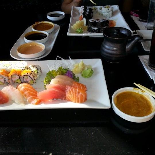 Foto tomada en Red Koi Thai & Sushi Lounge por Andrea Z. el 12/20/2012