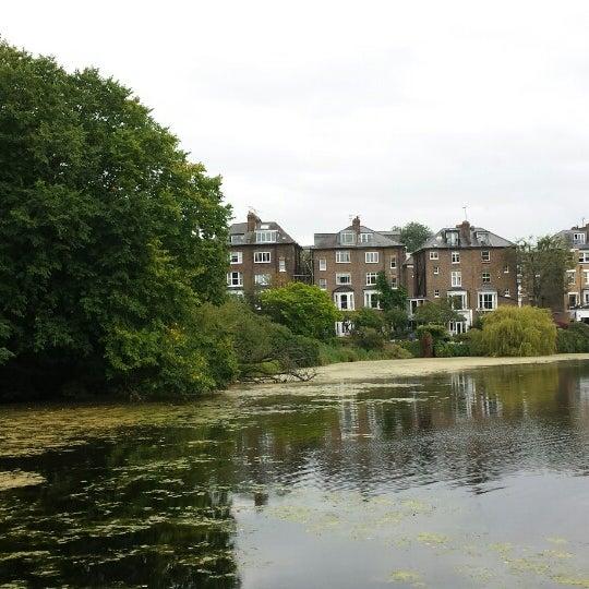 9/13/2014 tarihinde Ruth V.ziyaretçi tarafından Hampstead Heath'de çekilen fotoğraf