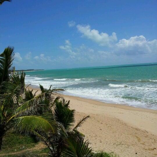 Foto tirada no(a) Praia Mirante da Sereia por Vitória V. em 1/9/2013