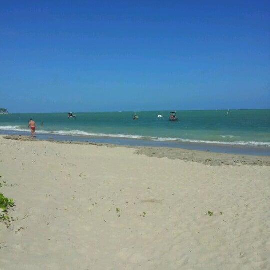 Foto tirada no(a) Praia de Paripueira por Vitória V. em 1/9/2013