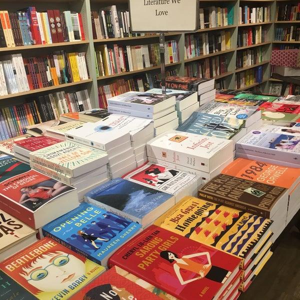 Снимок сделан в Book Culture пользователем Cheryl T. 4/5/2017