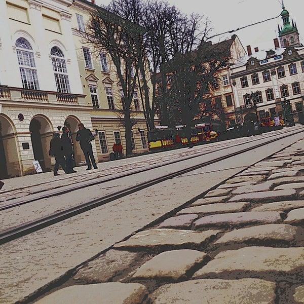Снимок сделан в Площадь Рынок пользователем Andriy P. 4/8/2013
