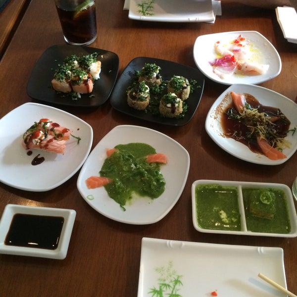 รูปภาพถ่ายที่ Saikou Sushi โดย Mica K. เมื่อ 4/9/2015