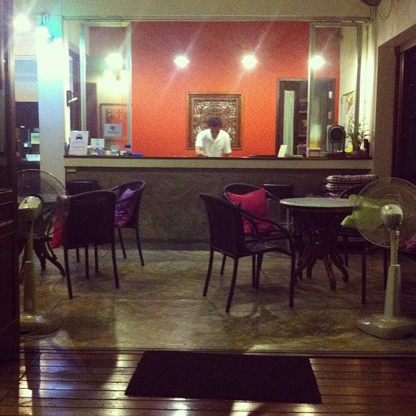 6/10/2013 tarihinde Kohei T.ziyaretçi tarafından Udee Bangkok Hostel'de çekilen fotoğraf
