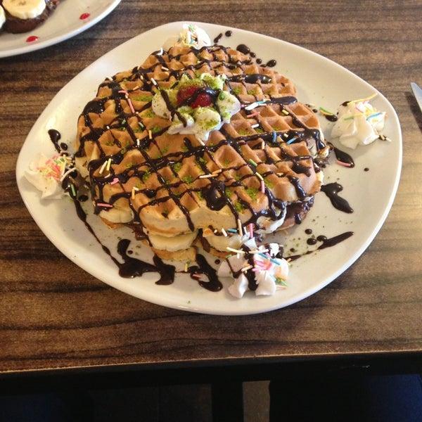 3/22/2013 tarihinde onurziyaretçi tarafından Waffle Edem'de çekilen fotoğraf
