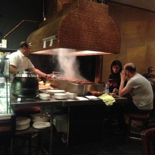 Photo prise au Makara Charcoal Grill & Meze par Celine Kiris le10/17/2012