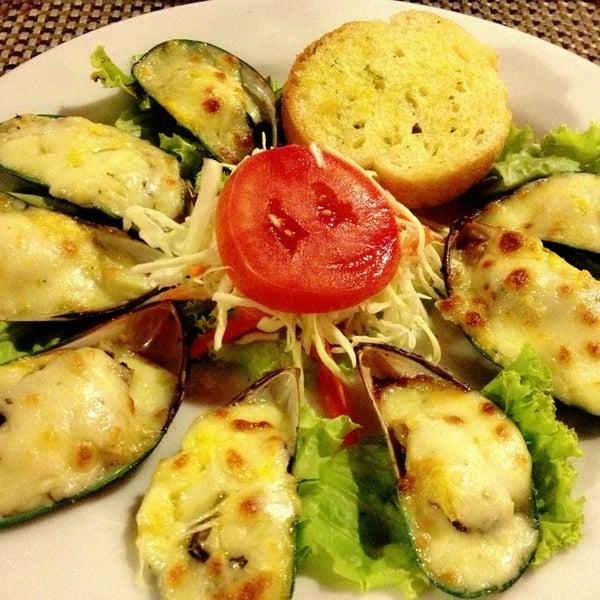 Снимок сделан в Tanta's Thai Restaurant пользователем Blair L. 2/19/2014