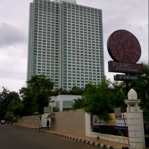 Hotel mulia senayan tanah abang 281 tips from 31568 for Independent hotels near me