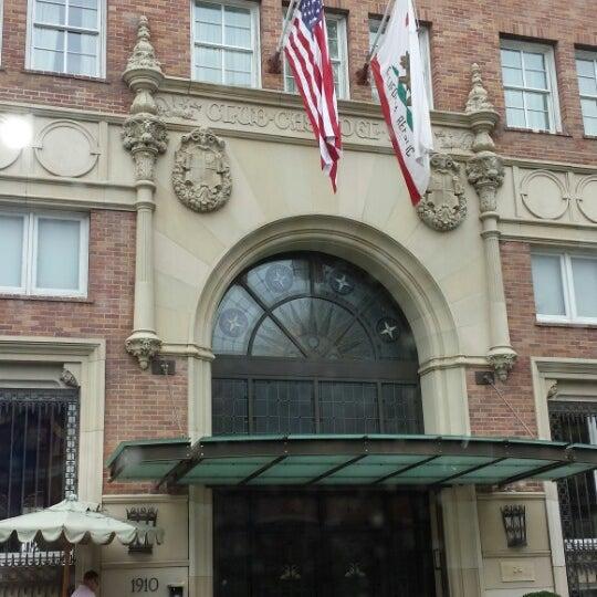 รูปภาพถ่ายที่ Casa Del Mar Hotel โดย Melody Faith C. เมื่อ 7/11/2013
