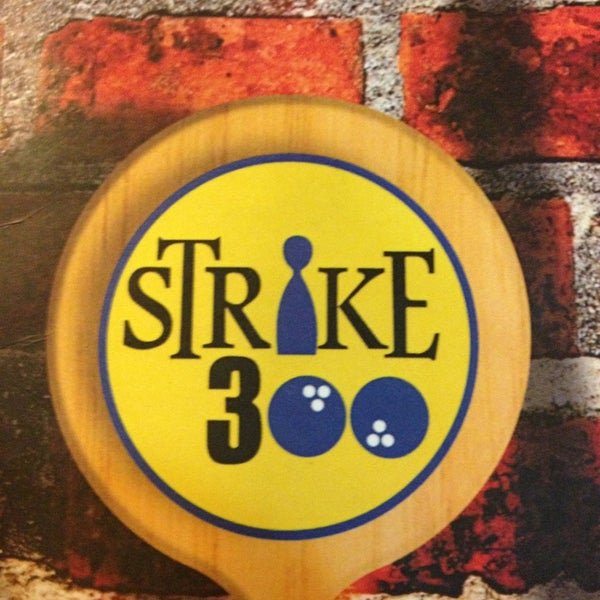 Photo taken at Strike 300 by Alessandro S. on 3/30/2013