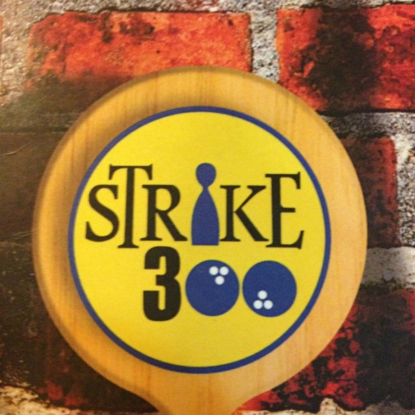 Photo taken at Strike 300 by Alessandro S. on 3/31/2013