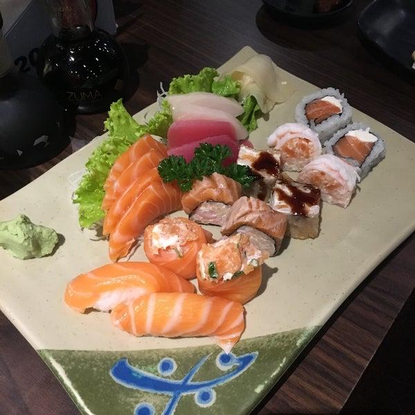 Camarões suculentos e grandes !Pra mim faltou o polvo e sashimi de peixe saint piterHot roll muitos bons e quentes ! Cerveja gelada , atendimento impecável ! Estrutura e decoração muito atual !