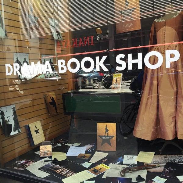 Foto tomada en Drama Book Shop por Lorna el 4/20/2016