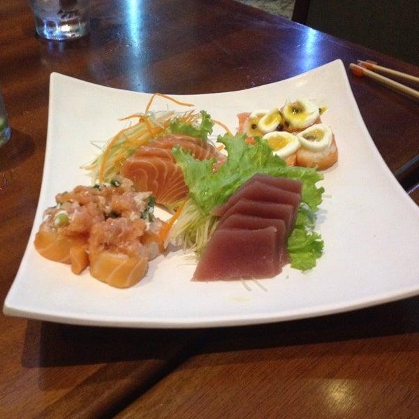 รูปภาพถ่ายที่ Saikou Sushi โดย Barbara M. เมื่อ 11/29/2014