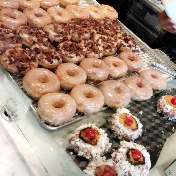 Photo prise au Sidecar Doughnuts & Coffee par Omar A. le6/2/2018