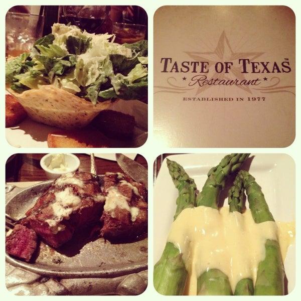 Foto tomada en Taste of Texas por Kristin el 1/18/2013