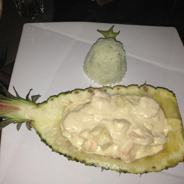 Gostei do Camarão Vila Pincinguaba que é com abacaxi. Só pedi para trocar o arroz que é de castanha pelo de raspas de limão ;) Bem saboroso. Indico ;))