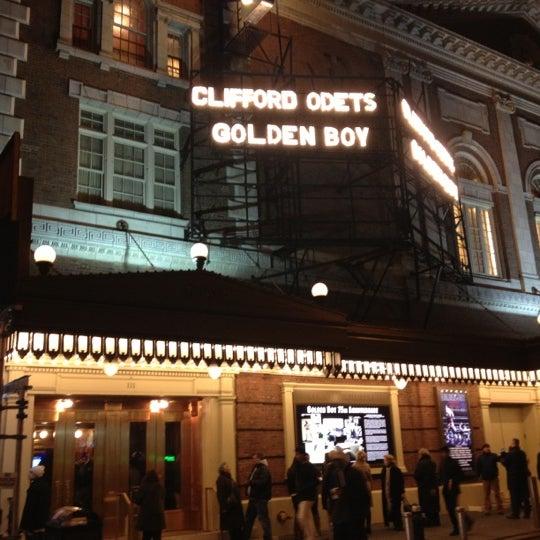 รูปภาพถ่ายที่ Belasco Theatre โดย Deniece S. เมื่อ 11/25/2012