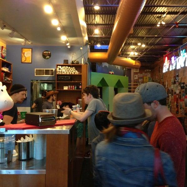 3/13/2013 tarihinde Mitsu H.ziyaretçi tarafından Amy's Ice Creams'de çekilen fotoğraf