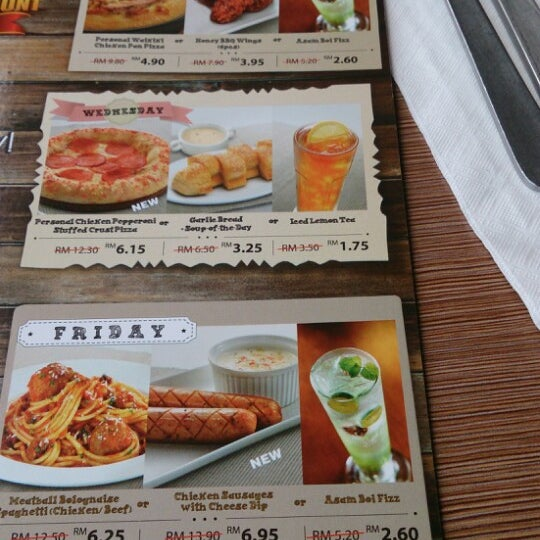 Photo taken at Pizza Hut by Haziqa A. on 2/23/2014