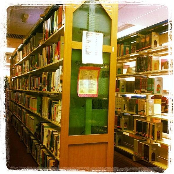 Photo taken at National Library (Perpustakaan Negara) by Hafiz H. on 9/22/2012