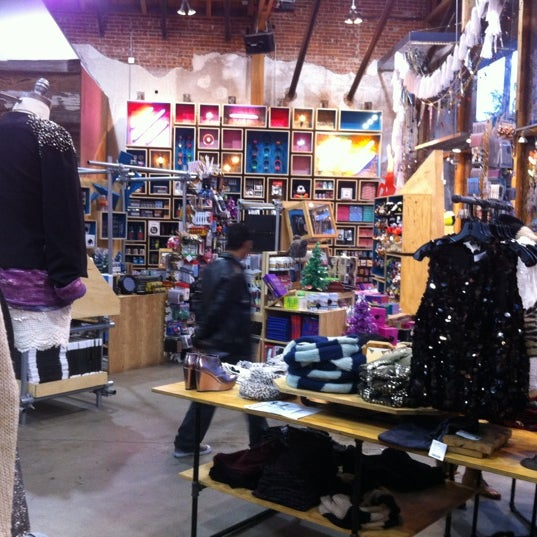 Photo taken at Urban Outfitters by Yuriy S. on 11/9/2012