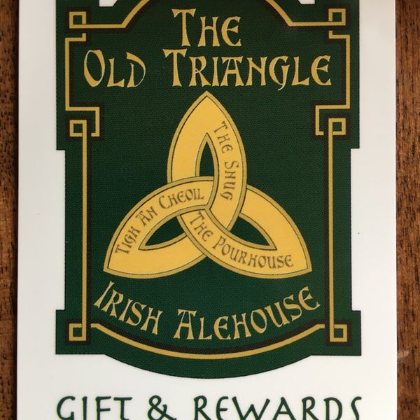 Foto scattata a The Old Triangle Irish Alehouse da Kelly S. il 4/5/2017