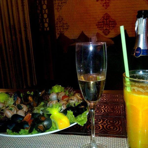 Вкусный салат Греческий и креветки. Также понравился Мартини асти . Но обслуживание не тянет на 5 к сожалению.