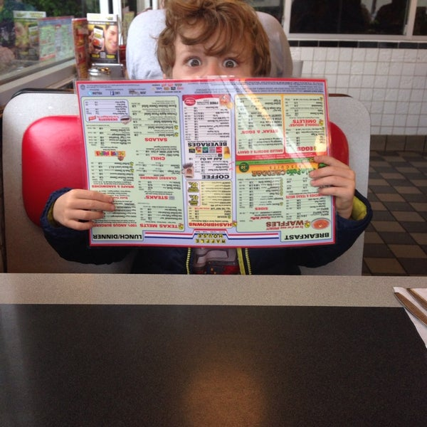 Photo taken at Waffle House by Monica R. on 5/18/2014
