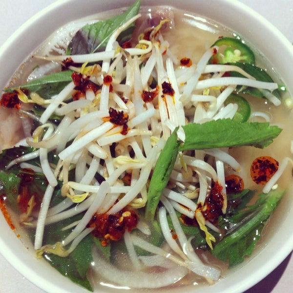 Photo taken at Ha Long Pho Noodle House by Tita Jess D. on 9/3/2014