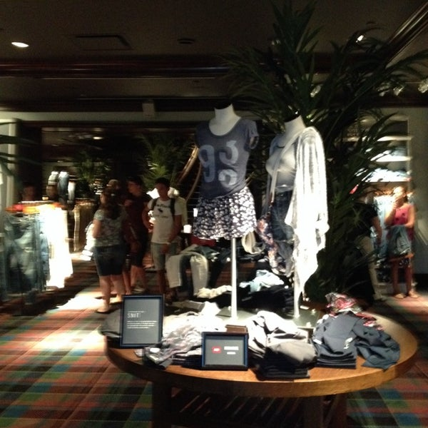 Photo taken at Abercrombie & Fitch by Olga on 8/16/2014
