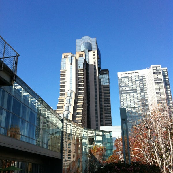 Photo taken at San Francisco Marriott Marquis by LaDesayuneriadeJose on 1/26/2013