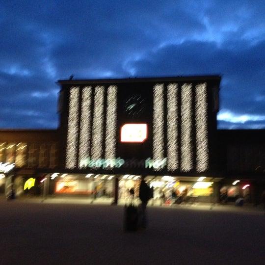 Photo taken at Duisburg Hauptbahnhof by Bunkinho on 11/29/2012