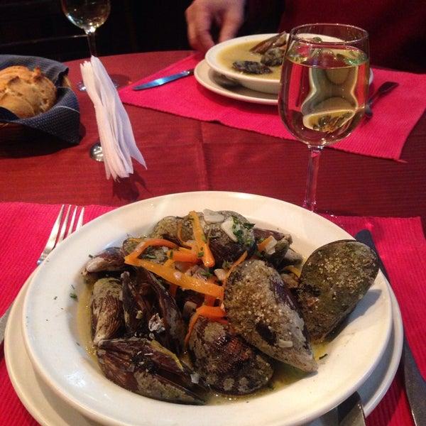 Foto tomada en Vienna Restaurant por Tania S. el 4/5/2014