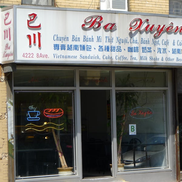 Ba Xuyên was one of the first places in town to specialize in the sainted sandwich (Bahn Mi), turned out on crisp baguette with plenty of homemade vegetable pickles and cilantro at rock-bottom prices.