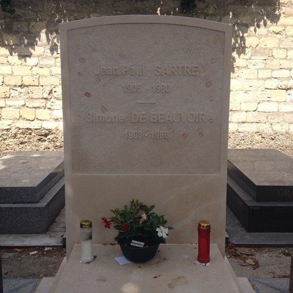 Das Foto wurde bei Tombe de Jean Paul Sartre & Simone de Beauvoir von Merve Y. am 6/16/2014 aufgenommen