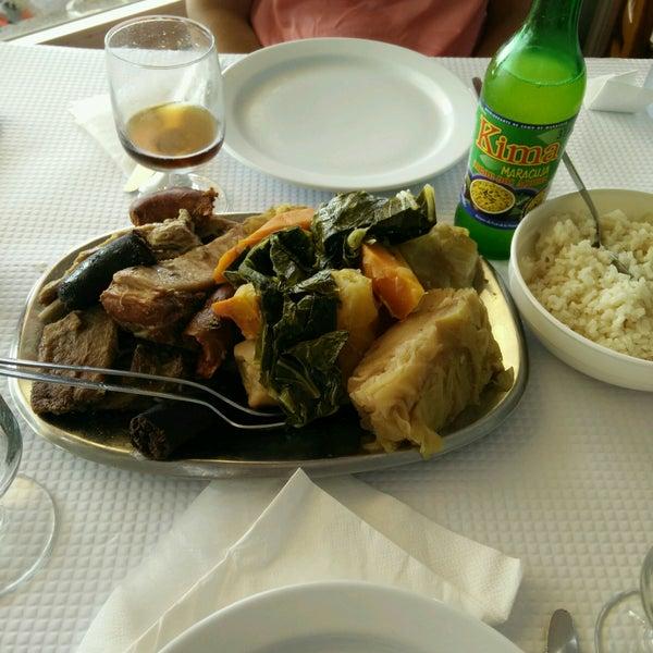 Foto tirada no(a) Restaurante Tony's por Sérgio P. em 5/29/2017
