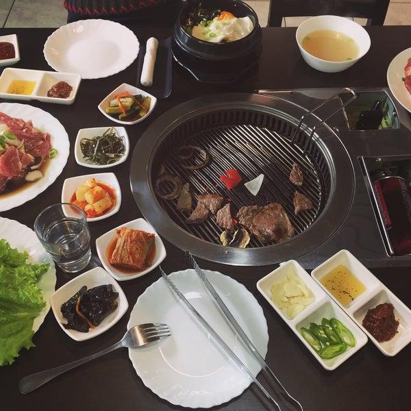 Снимок сделан в Korean BBQ гриль пользователем 圣贻 钟. 9/18/2016