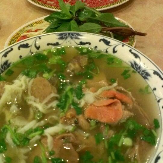 Photo taken at Pho 777 Vietnamese Restaurant by Benjamin I. on 2/21/2013